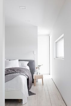 4 Jaw-Dropping Useful Ideas: Minimalist Bedroom Boho Diy minimalist living room small desk space.Minimalist Living Room Decor Rugs minimalist home interior simple.Minimalist Home Style Small Spaces. Minimalist Interior, Minimalist Bedroom, Minimalist Decor, Modern Minimalist, Living Room White, White Rooms, Home And Living, Farmhouse Bedroom Decor, Home Bedroom