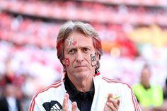 Sem ti nada disto era possivel (: Obrigado por teres feito do Benfica o que ele é hoje c': ÉS GRANDE #CarregaBenfica pic.twitter.com/Fo2HFpP51U