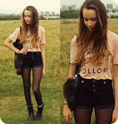 high waist denim shorts + t-shirt + boots