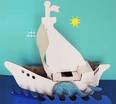 Barco en color blanco, listo para armar y decorar, incluye un cofre y una ballena. Safe Room, Cardboard Toys, Whales, Boats