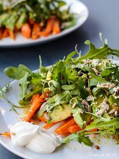 Rucola-Salat mit gerösteten Möhren, Avocado und Zitrusvinaigrette | Kochfrosch