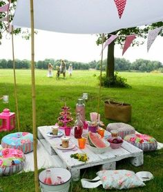 Party Planning Ideas Celebration Decor - Party Tips. Planning a birthday party requires advanced planning and personalization. Here are some ideas to make your birthday celebration meaningful. Teacher Retirement Parties, Retirement Party Decorations, Picnic Time, Summer Picnic, Birthday Celebration, Birthday Parties, Deco Champetre, Romantic Picnics, Blog Deco