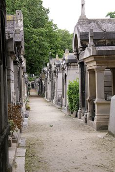 This is a cemetery that feels more like a neighborhood street, with large monuments to the dead and dearly loved. Cemetery Statues, Cemetery Headstones, Old Cemeteries, Cemetery Art, Graveyards, Haunted Places, Abandoned Places, Monuments, Recoleta Cemetery