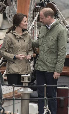 The lovebirds compared sailing notes. <br><br>Photo: © Christopher Morris/Hello! Canada
