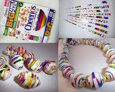 I never thought about boxes making bigger beads ... http://elmundodelreciclaje.blogspot.com/2011/08/reciclar-carton.html