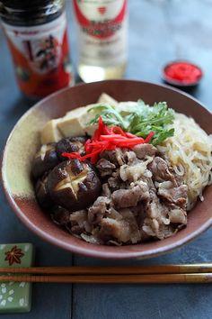 Sukiyaki donburi and sukiyaki donburi recipe. Easy sukiyaki donburi recipe that uses Mizkan Bonito-Flavored Soup Base, takes only 30 minutes to make. | rasamalaysia.com