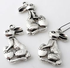 Metal #pendants / #charms #easter #Bunny. Very cute and ofcourse perfect for easter! Available at Snowfall #Beads here: http://www.snowfall-beads.com/shopitem.asp?id=32011