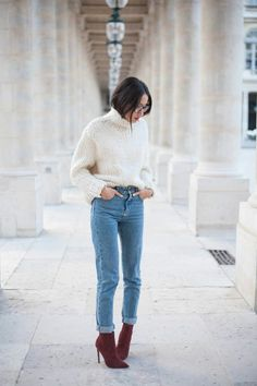 White turtleneck knitted Jumper + mom jeans + Burdeos booties Looks De  Moda 57a384dfabf9