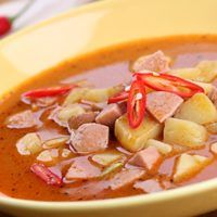 The memory of totalitarianism, or 15 classic Czech recipes that survived . Czech Recipes, Ethnic Recipes, Cheeseburger Chowder, I Foods, Thai Red Curry, Food And Drink, Soup, Cooking, Classic