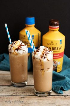 Two glasses of frozen salted caramel turtle coffee with Gevalia cold brew. Frozen Drinks, Frozen Meals, Coffee Tasting, Coffee Drinks, Coffee Shops, Ninja Coffee Bar Recipes, Gevalia Coffee, Coffee Counter, Fresh Coffee Beans