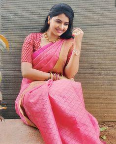 Bridal Blouse Designs, Blouse Neck Designs, Indian Beauty Saree, Indian Sarees, Mysore Silk Saree, Saree Poses, Simple Sarees, Saree Trends, Thing 1