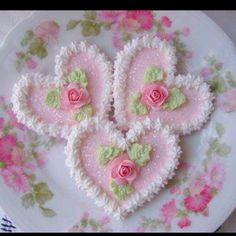 Pink and white heart cookies with roses
