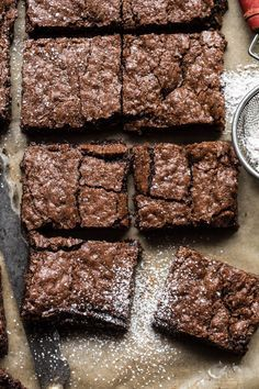 Crinkle Top Brownies: light, a little fudgy, extra chocolatey, perfectly sweet, … - Delicious recipes Best Easy Dessert Recipes, Easy Desserts, Sweet Recipes, Delicious Desserts, Yummy Food, Cod Recipes, Spinach Recipes, Crockpot Recipes, Slow Cooker Desserts