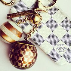 Accessories make all the difference.  #LouisVuitton 2015/2016 #Luxurydotcom