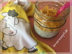 Overnight Oats sind ein tolles vollwertiges Müsli mit Haferflocken zum Frühstück für Baby und Kleinkind, das sich gut vorbereiten und selber machen lässt
