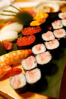 How to make sushi recipes at home, with easy sushi ingredients. (Philadelphia roll)