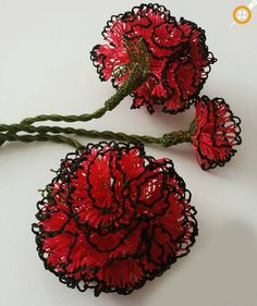 Carnation needlework models – the best examples of carnation needlework Helly Hansen, Carnations, Crochet Flowers, Makeup Inspiration, Needlework, Handmade Jewelry, Earrings Handmade, Piercings, Crochet Earrings