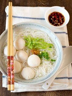 Fish ball bee hoon (vermicelli) soup This is a healthy, light-tasting and easy one-dish meal. Without having to make my own fish balls, this homely bowl of noodles soup can be whipped up in under 30 minutes, including the home-made ikan bilis broth. My family commented that it tastes similar to the