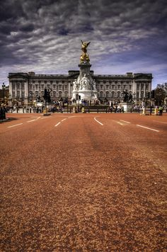 The Mall, Buckingham Palace, London. England