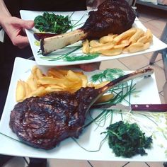 Tomahawk Black Angus 1100-1300 Grammi di bontà!!!Cottura su pietra lavica al sangue Dry aged 24 days!!! #ristorante #restaurant #pizzeria #pizza #ilpergolatotivoli #Roma #Tivoli #ribeye #consigliounposto #instafood #instagood #food #foodie #foodpic #foodpics #foodporn #blackangus #photooftheday #meat #beef #tomahawk