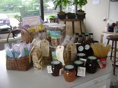 Local honey and jams at Urban Oaks Organic Farm in New Britain Connecticut. Community Supported Agriculture (CSA). Open year-round. Fri 2:00 to 6:00 & Sat 10:00 to 1:00. 225 Oak Street in New Britain, CT 06051  urbanoaksorganicfarm@gmail.com , 860.223.6200 , Blog http://www.blog.urbanoaks.org/ , Facebook https://www.facebook.com/UrbanOaksOrganicFarm , Pinterest http://pinterest.com/KimberlyBurnham/urban-oaks-organic-farm-in-new-britain-connecticut/ Google Plus