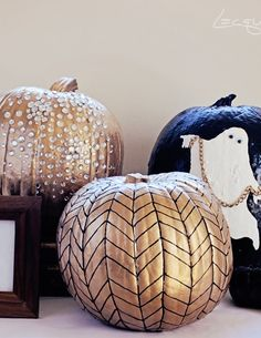 Completely fabulous gold herringbone pumpkin. Would be so simple to DIY for some glad Halloween decor.