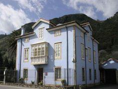 Hotel Casona Azul de Corvera [Corvera de Toranzo, Cantabria] Indiana, Paraiso Natural, Villas, The Dreamers, Places To Go, Spain, The Originals, House Styles, Building