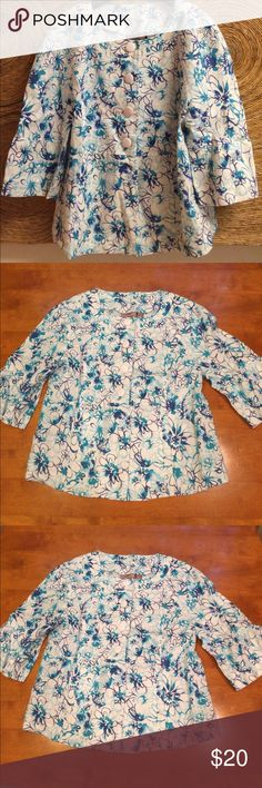 Kim Rogers Linen Top NWOT- size S Adorable Kim Rogers linen top which doubles great as a blazer or shirt. Lightweight and cool. NWOT- new and without tags. Super cute bell sleeves. Unlined so it's very light and airy. Fresh and clean from my home. Kim Rogers Tops Blouses