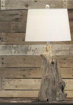 prachtige lamp van een stuk oud en doorleefd hout