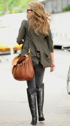 Back view: Perfect fall-inspired outfit