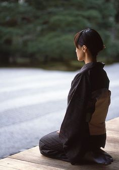 Seiza (Kneel) - Praying Woman