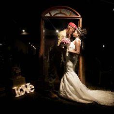 O amor predominou no casamento desse lindo casal Roseanne e Lucas. Esse momento foi celebrado ainda mais depois da descoberta de um serumaninho vindo a caminho, o que aumentou mais ainda a emoção na construção de uma nova família. A produção ficou por conta da talentozissima @matiasliane #casamento #casamentorj #noivos #noiva #mamãe #wedding #vestido #dress #cerimonia #festa #foto #fotografia #samuelcoelhofotografia #canon http://gelinshop.com/ipost/1528014775194292455/?code=BU0mVefARDn