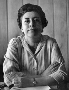 Rosario Castellanos Su tesis de maestría de 1950, Sobre cultura femenina se convirtió en un punto de partida para las escritoras mexicanas modernas, quienes lo tomaron como un llamado a la auto-conciencia.