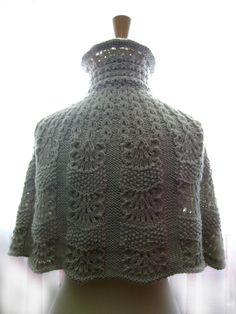 Knitted capelet / cape / poncho in a shade of light linen 2 | Flickr - Photo Sharing!  Gorgeous. Wish there were a pattern!!!