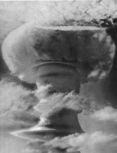 Operation: GRAPPLE Shot: GRAPPLE-X/ROUND-C Yield: Megatonnes. November 1957 - Christmas Island, aka Kiritimati Island (part of the Northern Line Islands - Peoples Republic of Kiribati, located near Hawaii), Pacific Ocean. Nuclear Test, Nuclear Energy, Bomba Nuclear, Mushroom Cloud, Manhattan Project, Destroyer Of Worlds, Atomic Age, Global Weather, Historia