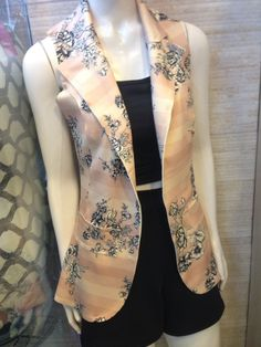 Sexy Outfits, Chic Outfits, Fashion Outfits, Womens Fashion, Cardigan Fashion, Blazer Fashion, Suits For Women, Clothes For Women, Sleeveless Cardigan