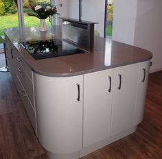 Induction hob and down-draft extractor