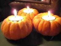 Super cute!  Use mini pumpkins to create the perfect table tea lights :)