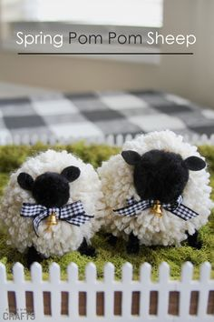 This adorable pom pom DIY sheep craft is the perfect springtime craft. Create a fun little display for your sheep that will have you dreaming of spring. Sheep Crafts, Farm Crafts, Craft Stick Crafts, Diy Crafts, Wreath Crafts, Craft Ideas, Jesse Tree Ornaments, Pom Pom Animals, Pom Pom Maker