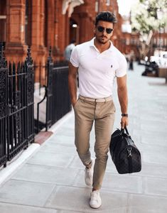 Men s Style How To Master Summer Smart-Casual For Men The Lost Gentleman Business Outfit Herren, Business Casual Outfits, Summer Business Casual Mens, Business Style, Summer Smart Casual, Smart Casual Menswear Summer, Mens Smart Casual Fashion, Smart Casual Man, Smart Casual Chinos