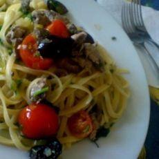 Linguini with fresh tuna Tuna, Spaghetti, Pasta, Fresh, Ethnic Recipes, Food, Essen, Meals, Yemek