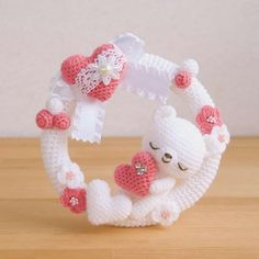 Wreath with a sleeping bear, decorated with hearts.