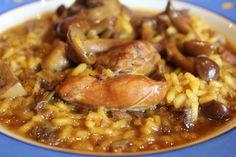 Arroz meloso de pollo y conejo con setas y ajos tiernos        Ingredientes para 4 personas: 16 tajadas de pollo y conejo (mitad y mitad) ...