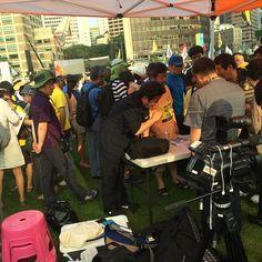 세월호 특별법 제정 범국민대회에서 만난 고발뉴스의 이상호기자와 한홍구 교수님
