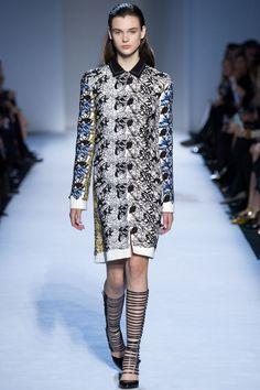 #GiambattistaValli  #fashion   #Koshchenets       Giambattista Valli Fall 2016 Ready-to-Wear Collection Photos - Vogue