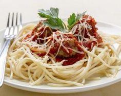 Spaghetti aux boulettes de viande et sauce tomate : http://www.fourchette-et-bikini.fr/recettes/recettes-minceur/spaghetti-aux-boulettes-de-viande-et-sauce-tomate.html