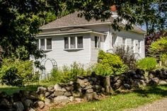 JUST AROUND THE BEND | EAST BOOTHBAY MAINE | WATERVIEWS | COUPLES | SMALL FAMILY | PET FRIENDLY |