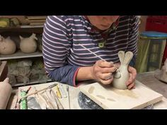A fascinating documentary film showing how British artist Victoria Ellis carves a fine bas relief figurative clay mural. The film covers the entire process, . Clay Owl, Clay Videos, Paperclay, Pottery, Diy Crafts, Make It Yourself, Video Tutorials, Tango, Film