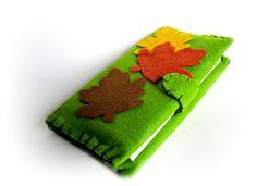 Agenda verde in feltro con foglie d'acero dai di Buttonstyle, €13.00
