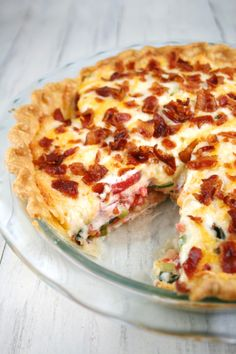 Ive known about Tomato Pie for a long time but to tell you the truth it just didnt appeal to me I thought it sounded kind of strange Well was I wrong My friend Mary inspi. Quiche Recipes, Pie Recipes, Casserole Recipes, Great Recipes, Cooking Recipes, Favorite Recipes, Tomato Dishes, Vegetable Dishes, Vegetable Recipes